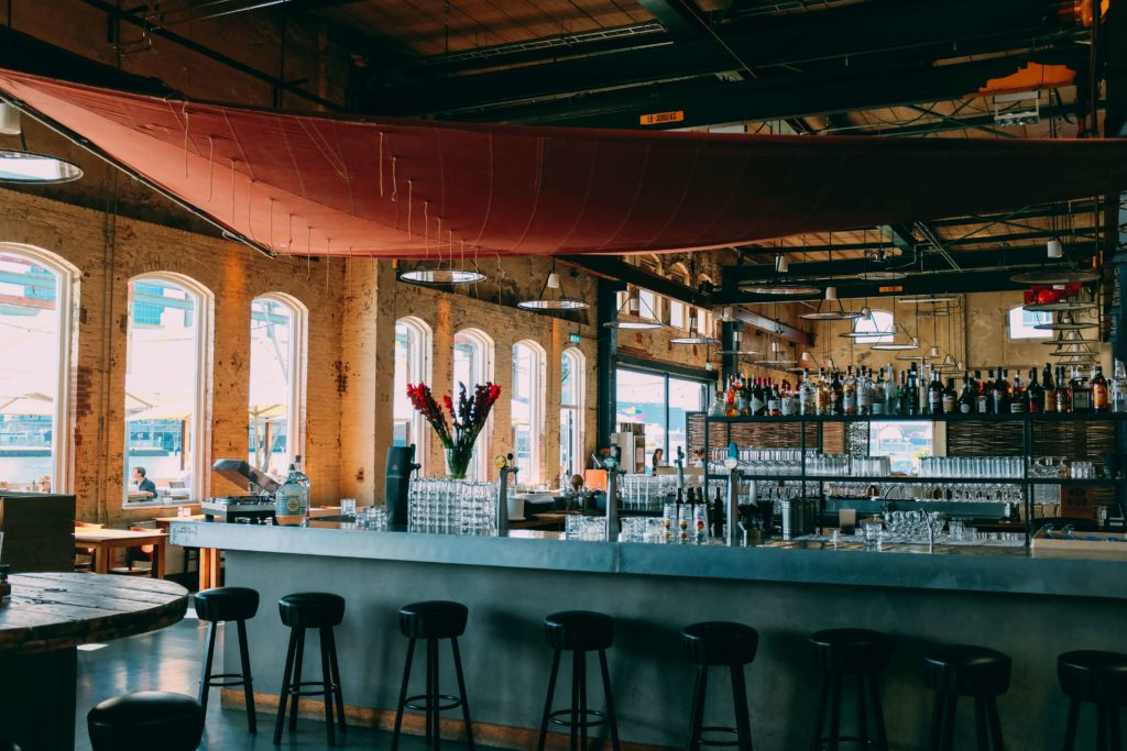 Monbanquet, traiteur paris, traiteur, évènements entreprise, traiteur artisanal, Happy Hour, Happy Hour réglementation, bar happy hour, avant le dîner, happy hour entreprise, les Happy Hours, cocktails, marketing bars, améliorer culture d'entreprise, idée évènement entreprise