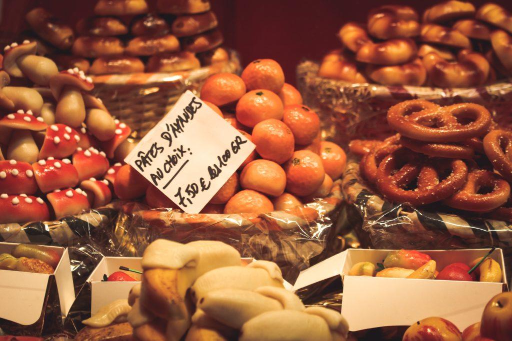 Etalage de marché de Noël
