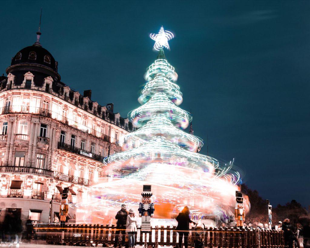 Illuminations de Noël en ville et sapin géant