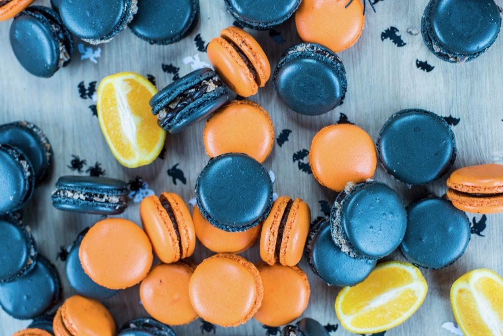 Macarons oranges et noirs buffet Halloween