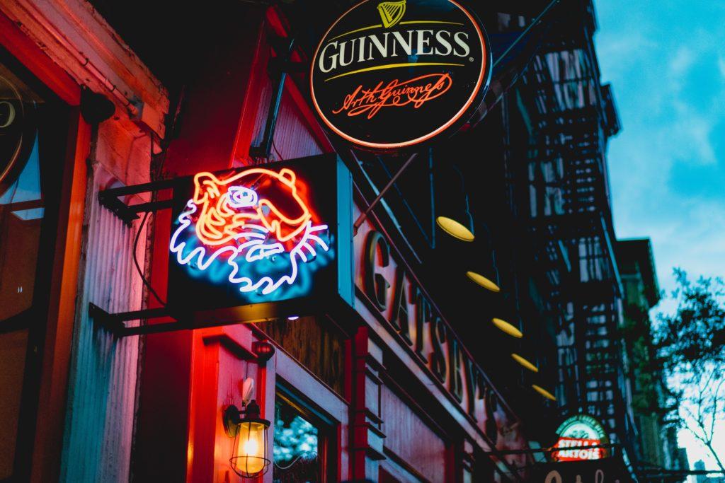 enseigne-guinesse-bar-irlandais